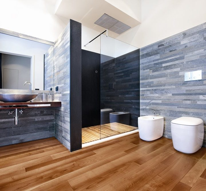 Noyer EU dans salle de bain